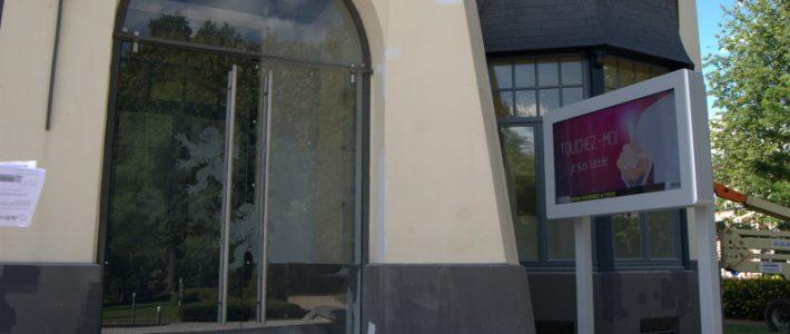 Borne tactile extérieure ADTM – Affichage légal de la Mairie de Roncq