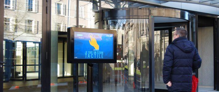 Installation d'un écran tactile extérieur – Département Maine et Loire